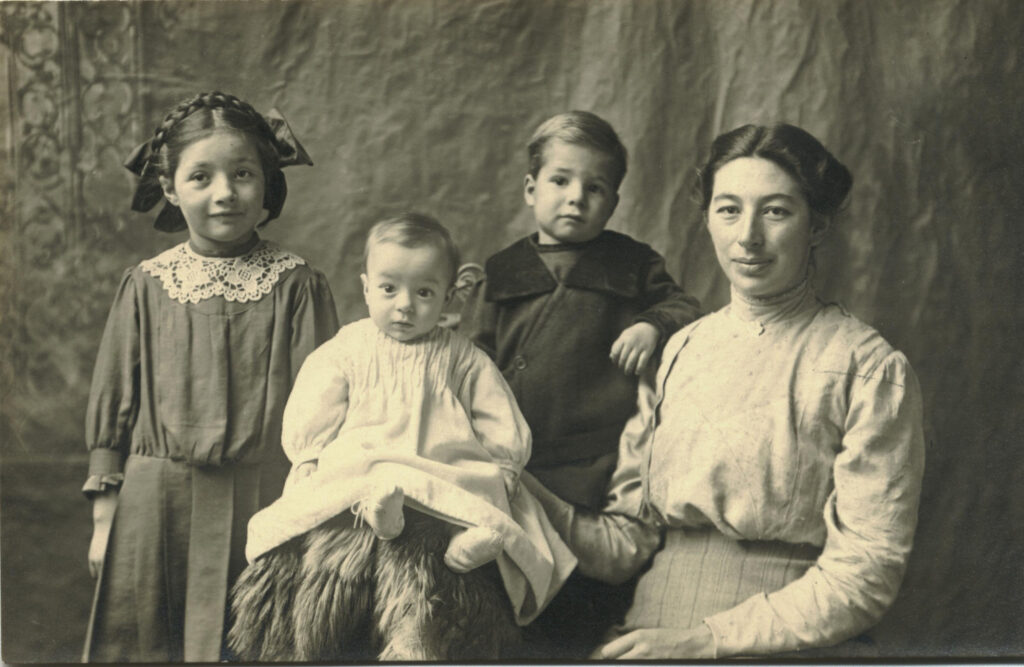 1912 Lorna, Homer, Ara, Julia