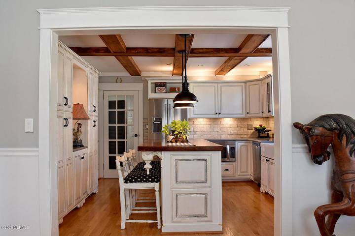 2217 Chestnut St. Kitchen