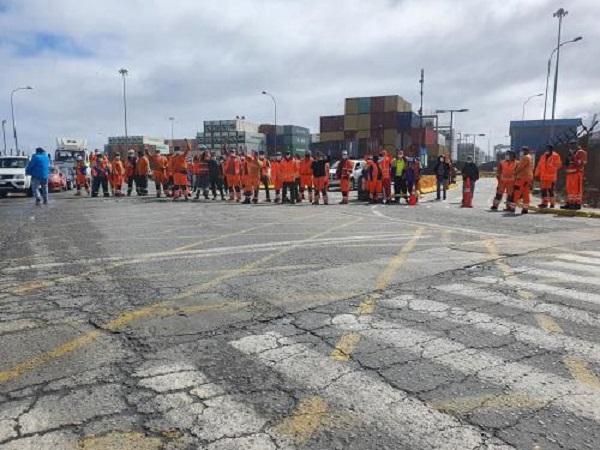 Portuarios se manifestaron contra decisión del Gobierno de ir al TC