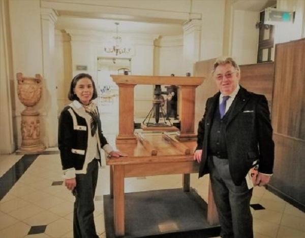 """Franco Simone invita a visitar exposición virtual dedicada a Neruda por los 50 años del Premio Nobel de Literatura y recita el """"Poema 20"""""""