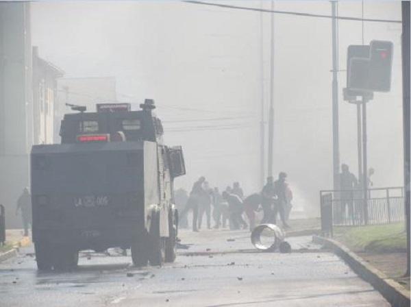 Barricadas y enfrentamientos con Carabineros marcaron jornada de manifestación de pescadores
