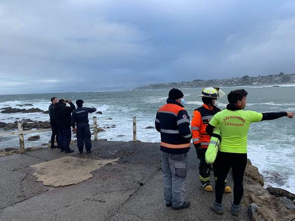 Hombre falleció tras ser arrastrado por el mar en El Quisco