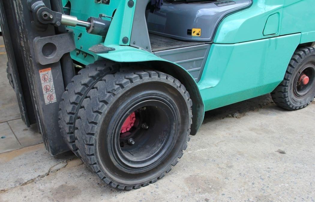 Cushion vs Pneumatic Forklift Tires