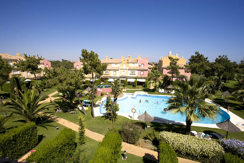 The garden and swiiming pool of a holiday complex.