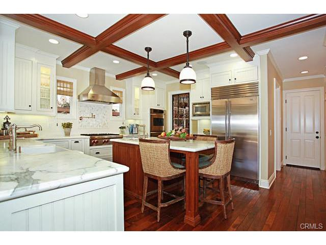 Exquisite Gourmet Kitchen with Island