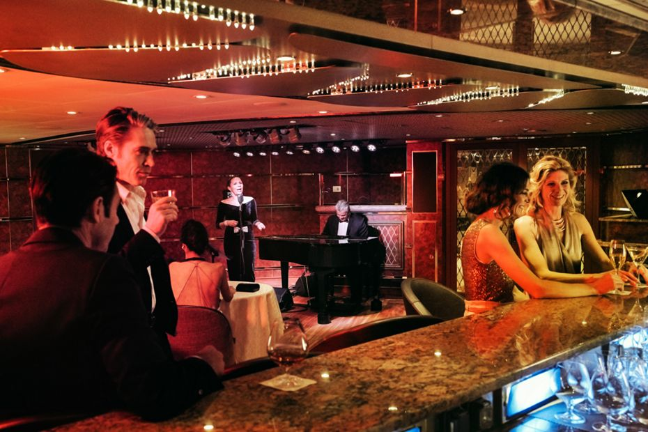 silversea-luxury-cruises-silver-muse-silver-note-singer-pianist