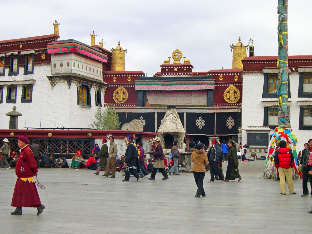 shutterstock_136276835 jokhang temple tibet