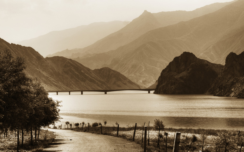 shutterstock_25771666 bend in the yellow river qinghai