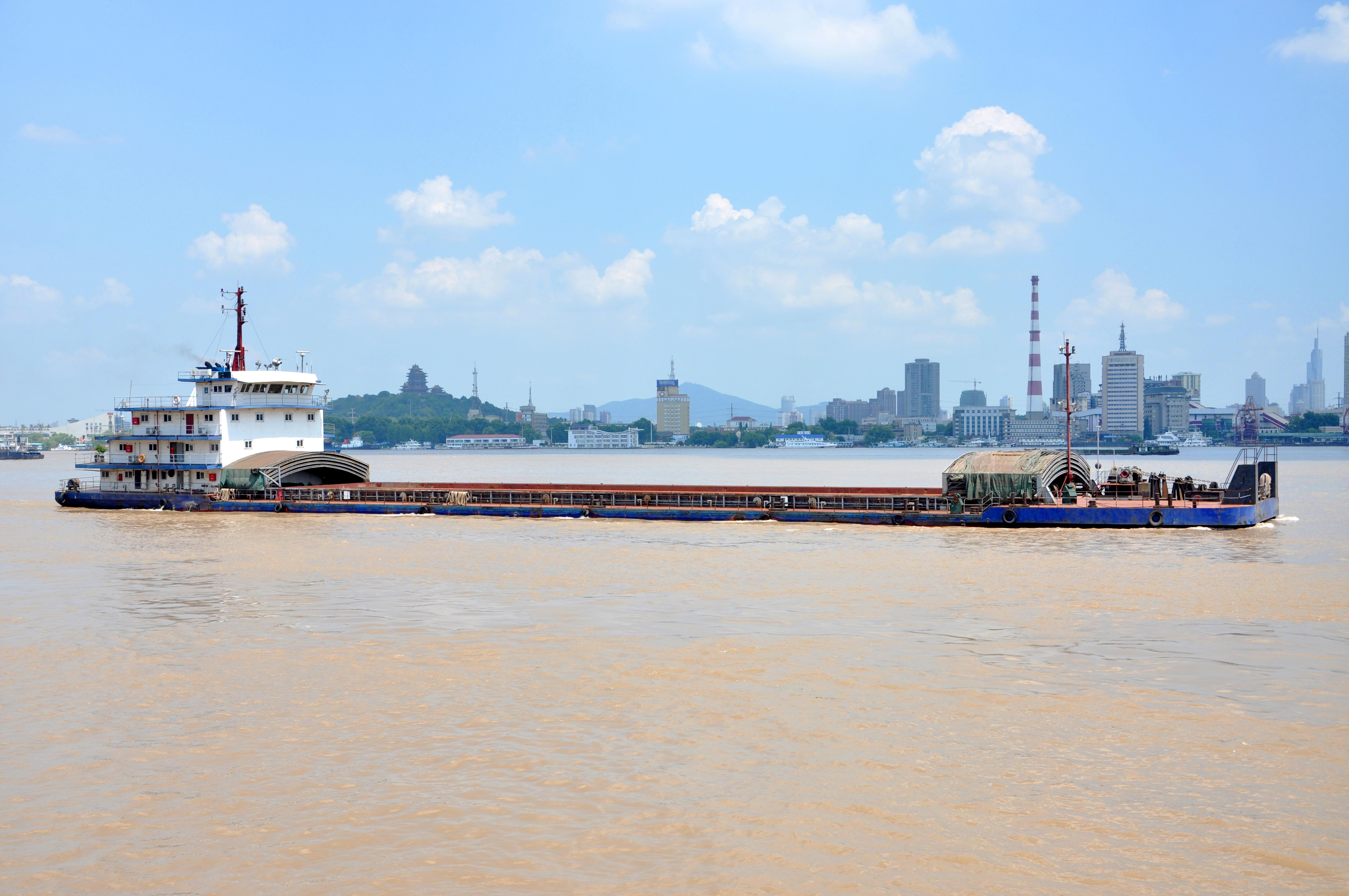 shutterstock_115680859 barge yangtze river jiangsu