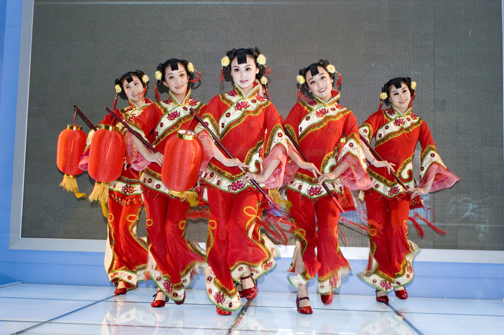 shutterstock_31939174 Guandong 19-5-2013, Dancers from Shanxi province in colorful costumes at China Cultural Industries Fair May 18, 2009 in Shenzhen, China.