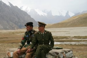 Chinese and Pakistani border guards