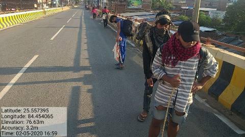 Laborers-on-Bihiya-over-bridge.jpg
