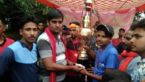 नाइट क्रिकेट टूर्नामेंट में बक्सर की टीम रही विजेता