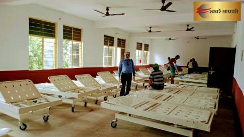 कोरोना के नोडल पदाधिकारी सह जिला गैर संचारी रोग पदाधिकारी डॉ. प्रवीण कुमार सिन्हा ने आइसोलेशन सेंटर का किया निरीक्षण