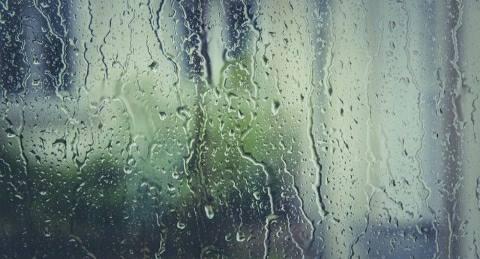 बारिश में ढह गया मिटृी का घर- बच गयी जान
