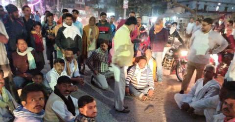 FIR Ara Bazar-road-jam.jpg