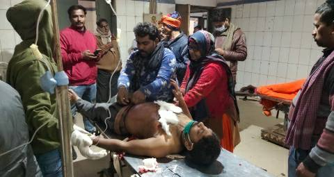 Gausganj Ara - Three wounded in two sides fighting and knifeing