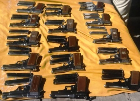 Three smugglers arrested in a safari car by building basement weapons