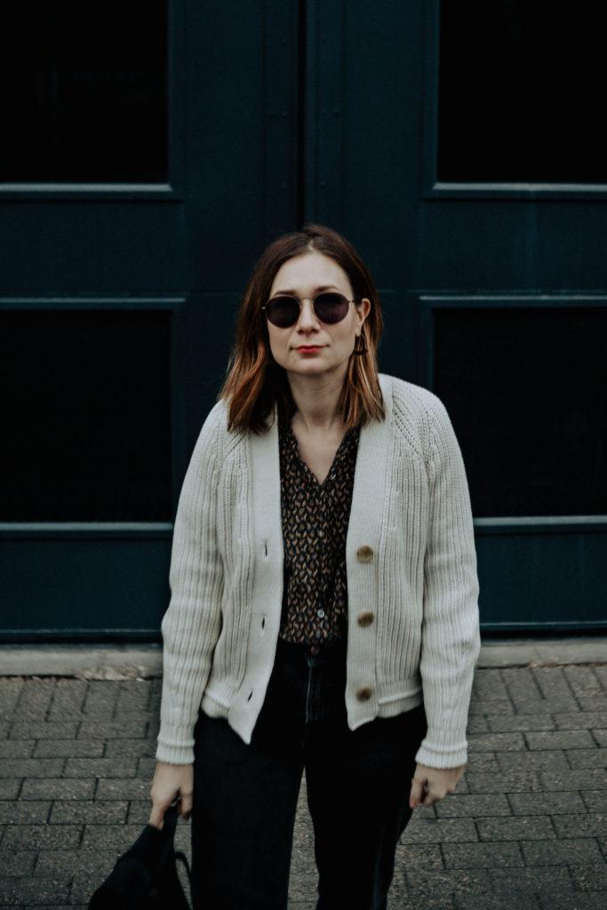 cream chunky cardigan, boxy cardigan, cropped cardigan, black vintage jeans, everlane review