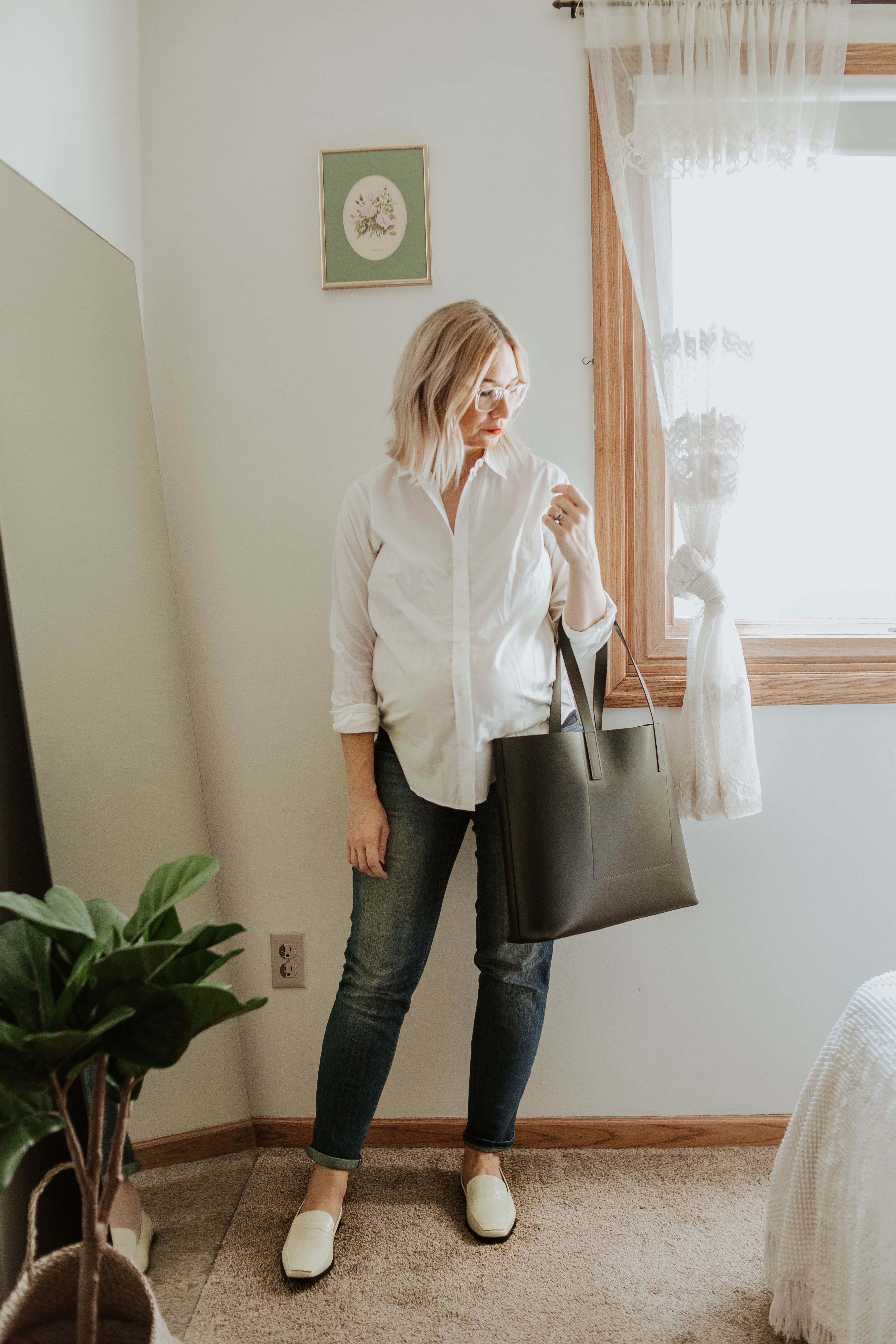 everlane relaxed silky cotton button down, maternity jeans, everlane day tote, everlane 90's loafer
