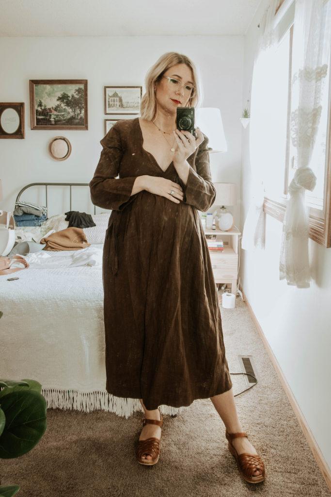 third trimester fall outfits, brown linen dress, sugar candy mountain dress, troentorp clogs, anna clogs