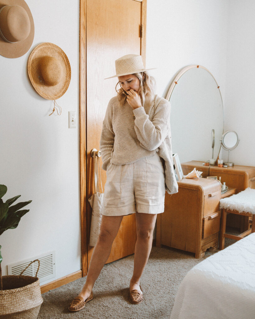 A Week of Outfits: Minimizing my Closet, it is well la crewneck pull on sweater, acorn short in dune, nisolo huarache sandal almond, shin+na linen bag