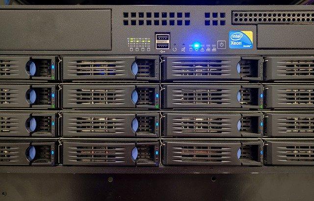 Server Drive Bay Hard Drives Memory  - Bru-nO / Pixabay