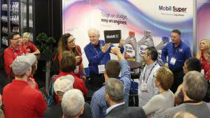 las vegas trade show magician captures traffic