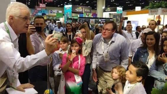 trade show magician in Orlando presents marketing message