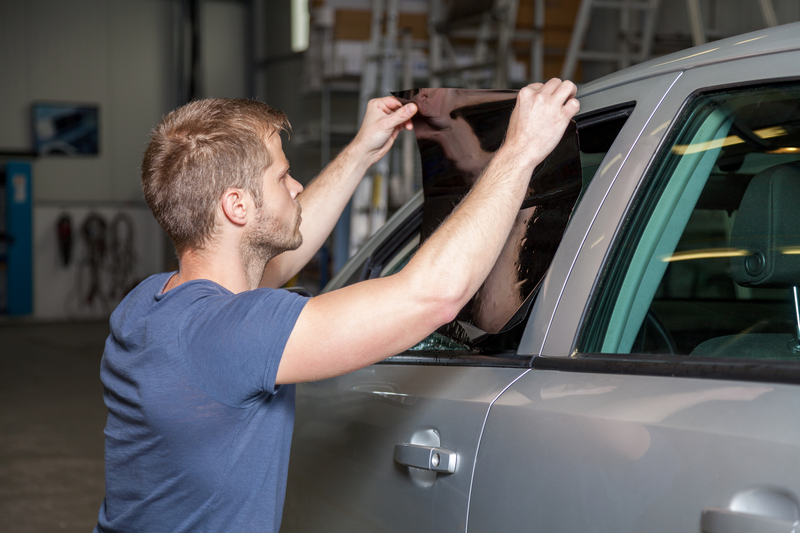 Applying-tinting-foil-onto-a-car-window-55023588
