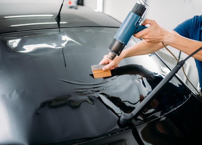 specialist-with-drier-tinting-film-installation-PHETVDQ