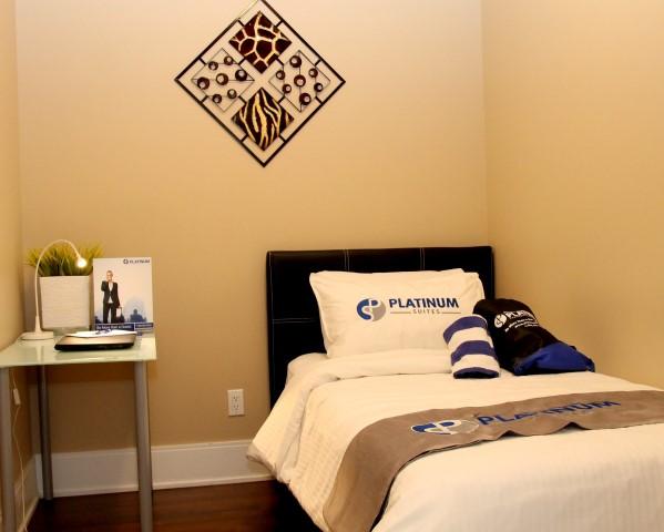 One Bedroom Plus Den - Platinum Suites