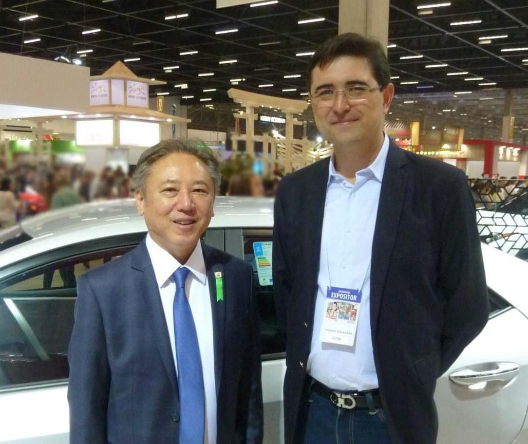 Deputado federal Walter Ihoshi e Tiago Sugahara da Toyota do Brasil. Foto: Amauri Yamazaki