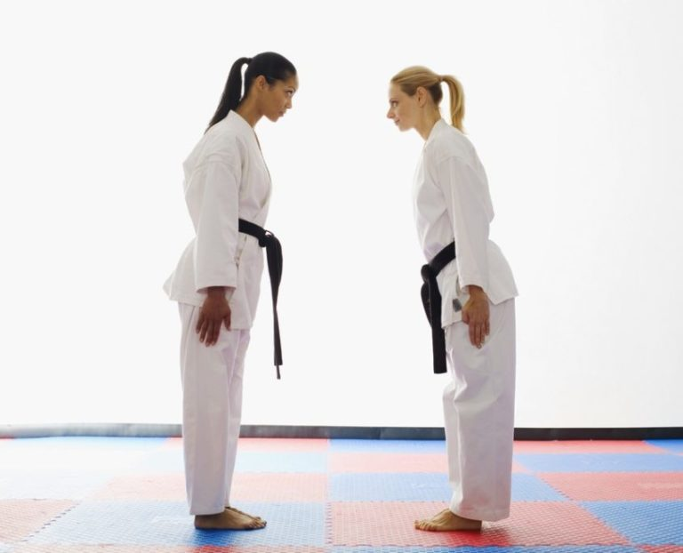 karate two women bowing
