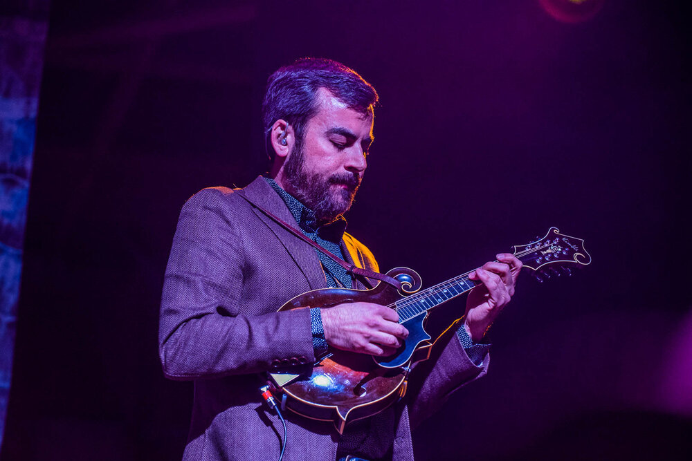 Steep Canyon Rangers' Mike Guggino and the claw hand technique on mandolin.