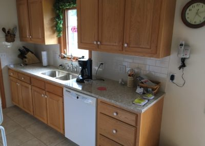 BEFORE & AFTER: NEW COUNTERTOPS & BACKSPLASH