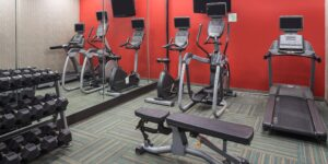 holiday-inn-hotel-and-suites-houston-6083959218-2x1