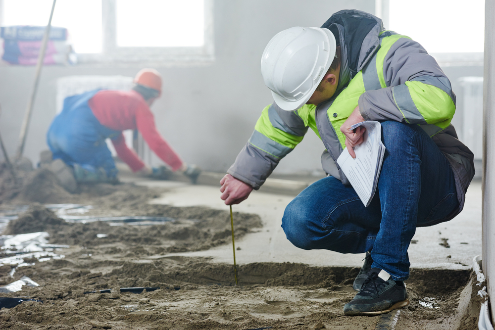 Foreman,Builder,Inspecting,Concrete,Construction,Work,In,Apartment