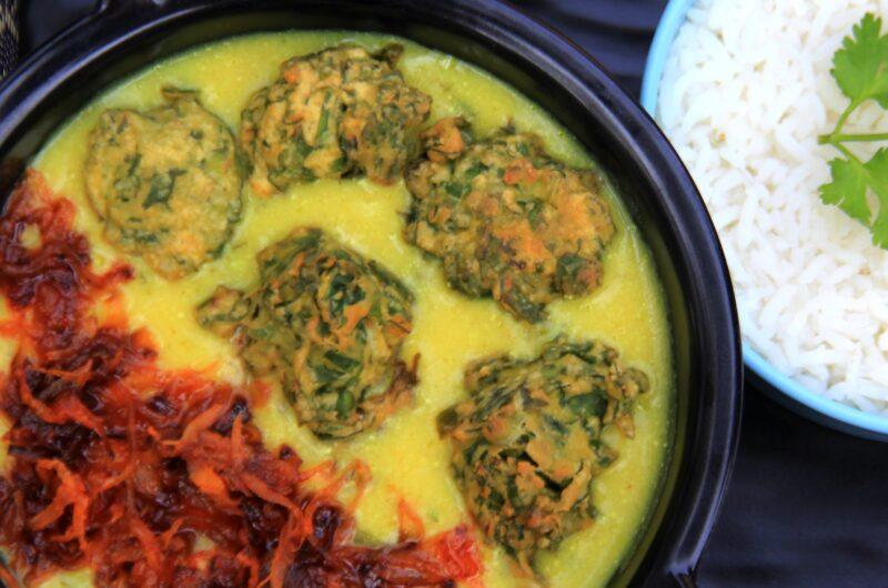 Gujarati Kadhi With Palak Pakoda || Sweet And Sour Kadhi