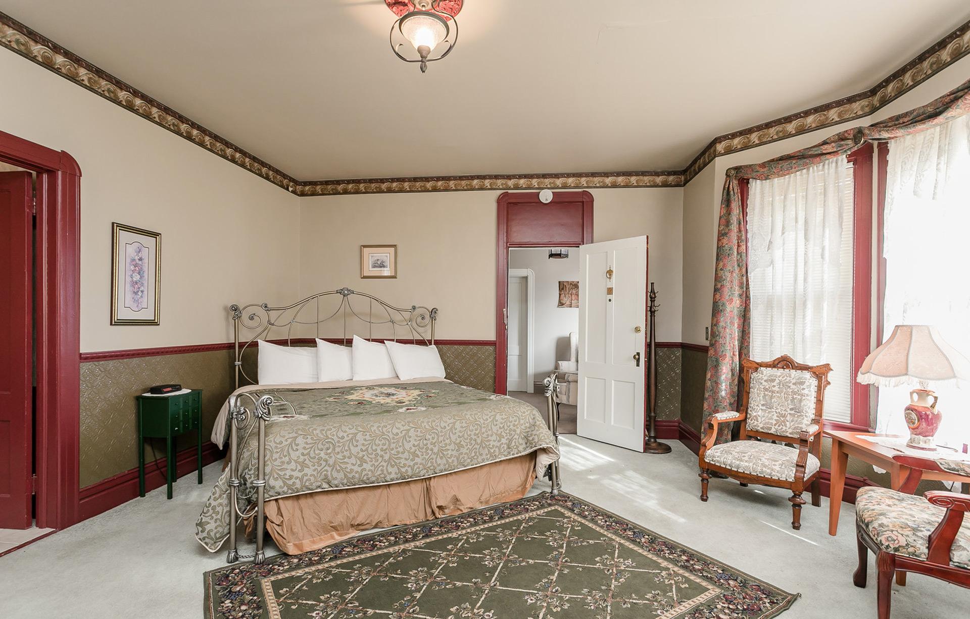 Cabernet Room King Bed
