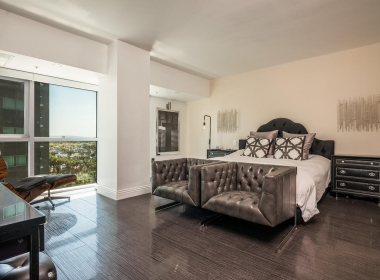 13700 Marina Pointe Dr 1224-large-005-5-Master Bedroom-1500x1000-72dpi