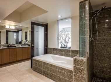 13700 Marina Pointe Dr 1224-large-007-9-Master Bath-1500x1000-72dpi
