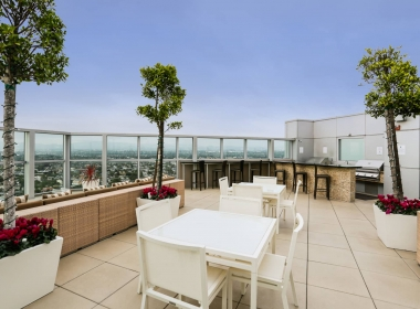 13700_marina_pointe_drive__1105_14_rooftop_dining_area_B-1541372593