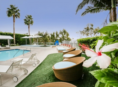 13700_marina_pointe_drive__1105_20_hibiscus_flower_at_pool_B-1541372614