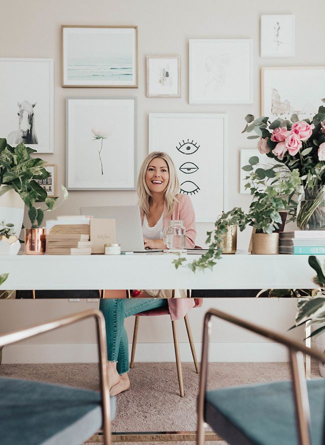 mujer feliz emprendedora