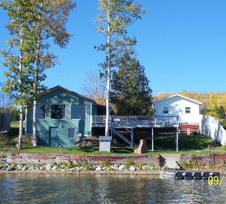 All Seasons Lakeside Cottage #3: The Lake House