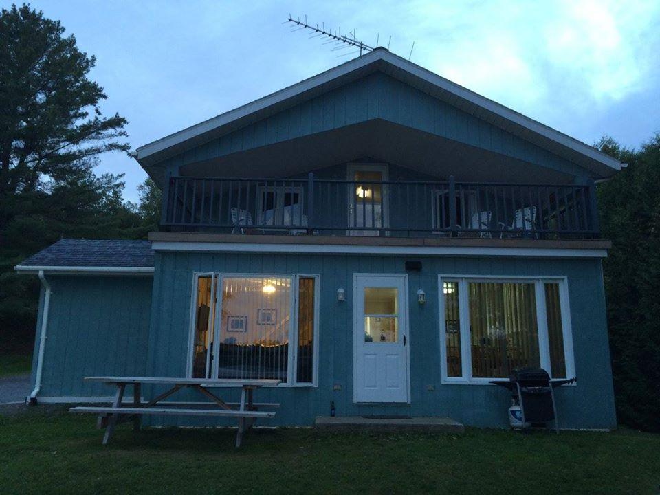All Seasons Lakeside Cottage 1