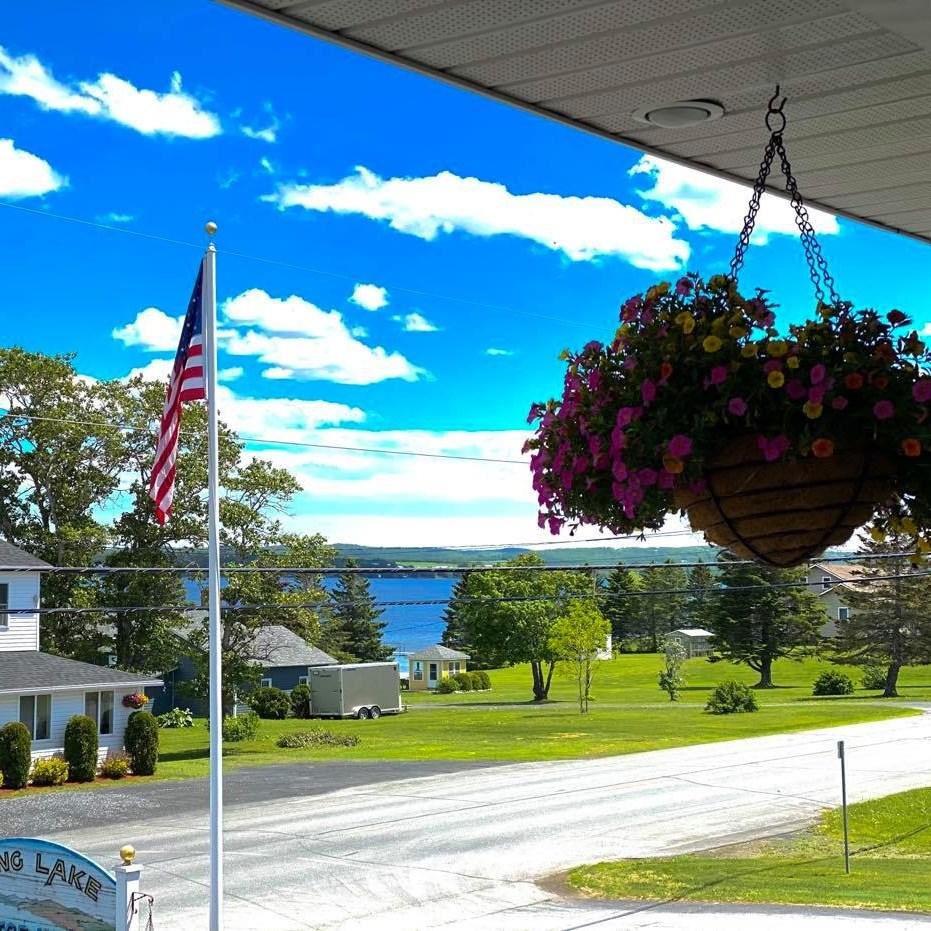 Long Lake Motor Inn - Balcony View