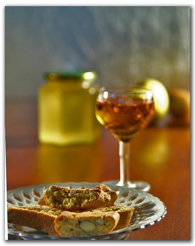 The Italian wine Vin Santo with its traditional food pairing of Biscotti
