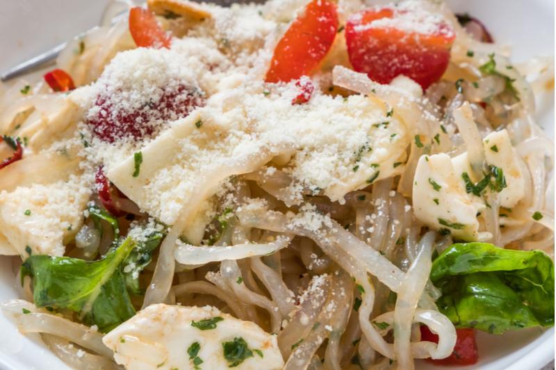 skinny noodles shirataki glass